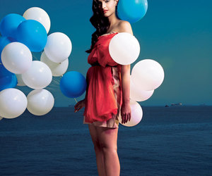 balloons, sea, and sonam kapoor image