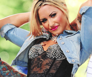 demi lovato, make up, and funny image