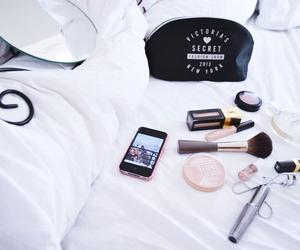 iphone and Victoria's Secret image