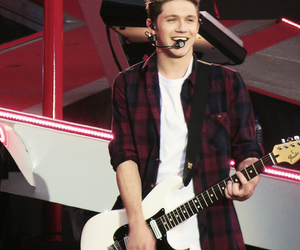 niall horan, one direction, and wwat image