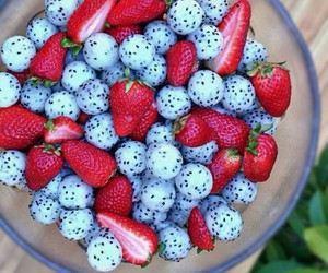food, fraises, and FRUiTS image