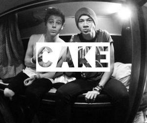 5sos, cake, and luke hemmings image