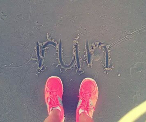 run, pink, and beach image