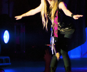 Avril Lavigne, chile, and black star tour image