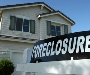 rent to own foreclosures and buy foreclosed homes image