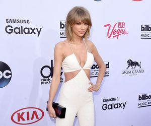 Taylor Swift, red carpet, and style image