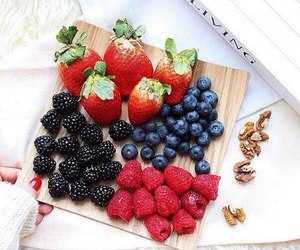 berries and FRUiTS image