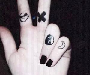grunge, black, and alien image