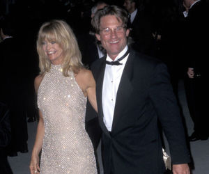 couple, goldie hawn, and red carpet image