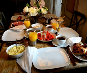 brunch, food, and strawberrys image