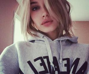 girl, hailey baldwin, and lips image
