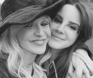 lana del rey, Courtney Love, and Queen image