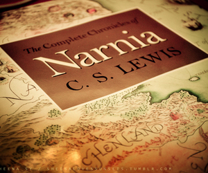 narnia and book image