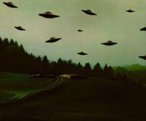 alien, grunge, and ufo image