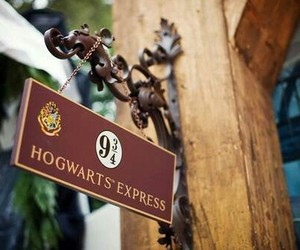 harry potter, hogwarts, and hogwarts express image