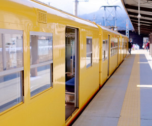 train and yellow image