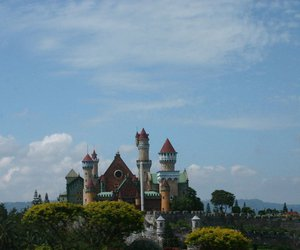 castle and tagaytay image