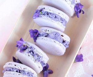 food, ‎macarons, and sweet image