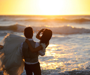 couple, love, and ocean image