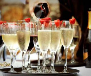 drink, champagne, and strawberry image