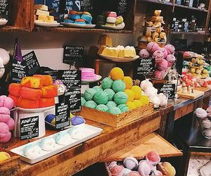lush, bath bombs, and colors image