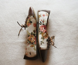 shoes, vintage, and flowers image