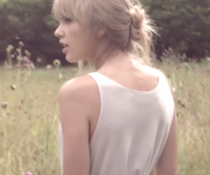 icon and Taylor Swift image