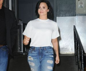demi lovato, fashion, and lovatics image