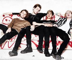 5sos, ashton irwin, and calum hood image