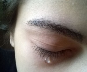 alternative, cry, and eyebrows image