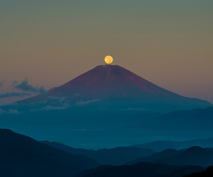 moon and mountain image