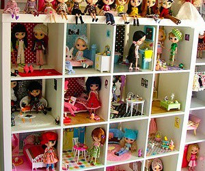 doll house image