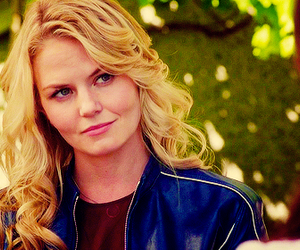 Emilie de Ravin, Jennifer Morrison, and once upon a time image