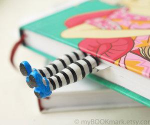 libros, zapatos, and separadores de libros image