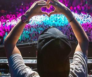 avicii, heart, and concert image
