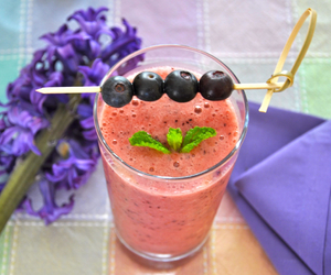 blueberries and smoothie image