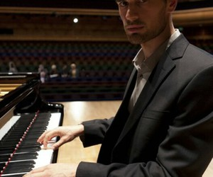 piano and theo james image