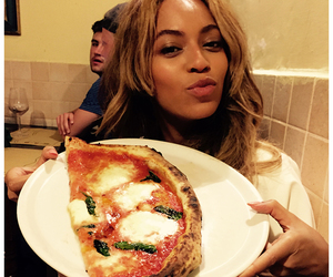 beyoncé, pizza, and mrs carter image
