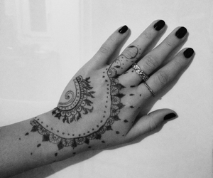 blackandwhite, fingers, and henna image