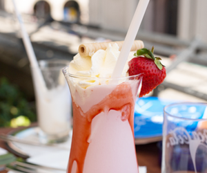 drink, photography, and strawberry image