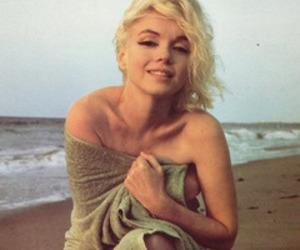 Marilyn Monroe, beach, and blonde image