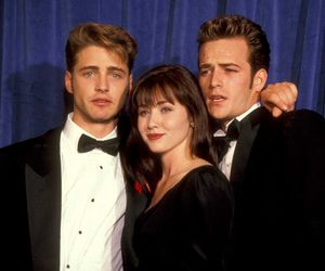90s, luke perry, and shannen doherty image