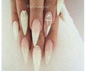 nails and style image