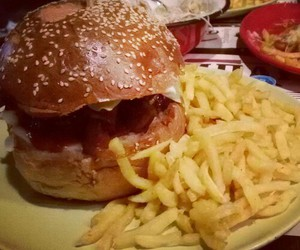 cheeseburger, chips, and delicious image