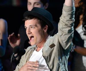 josh hutcherson, mtv movie awards, and the hunger games image