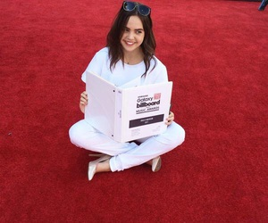 red carpet and bailee madison image