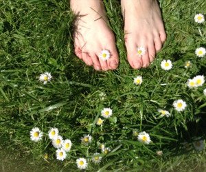 beautyfull, feet, and flowers image