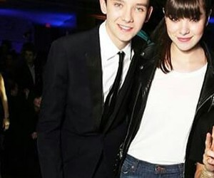 asa butterfield and hailee steinfeld image