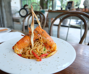 food, prawn, and spaghetti image