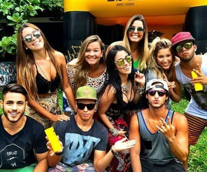 bonde and friends image